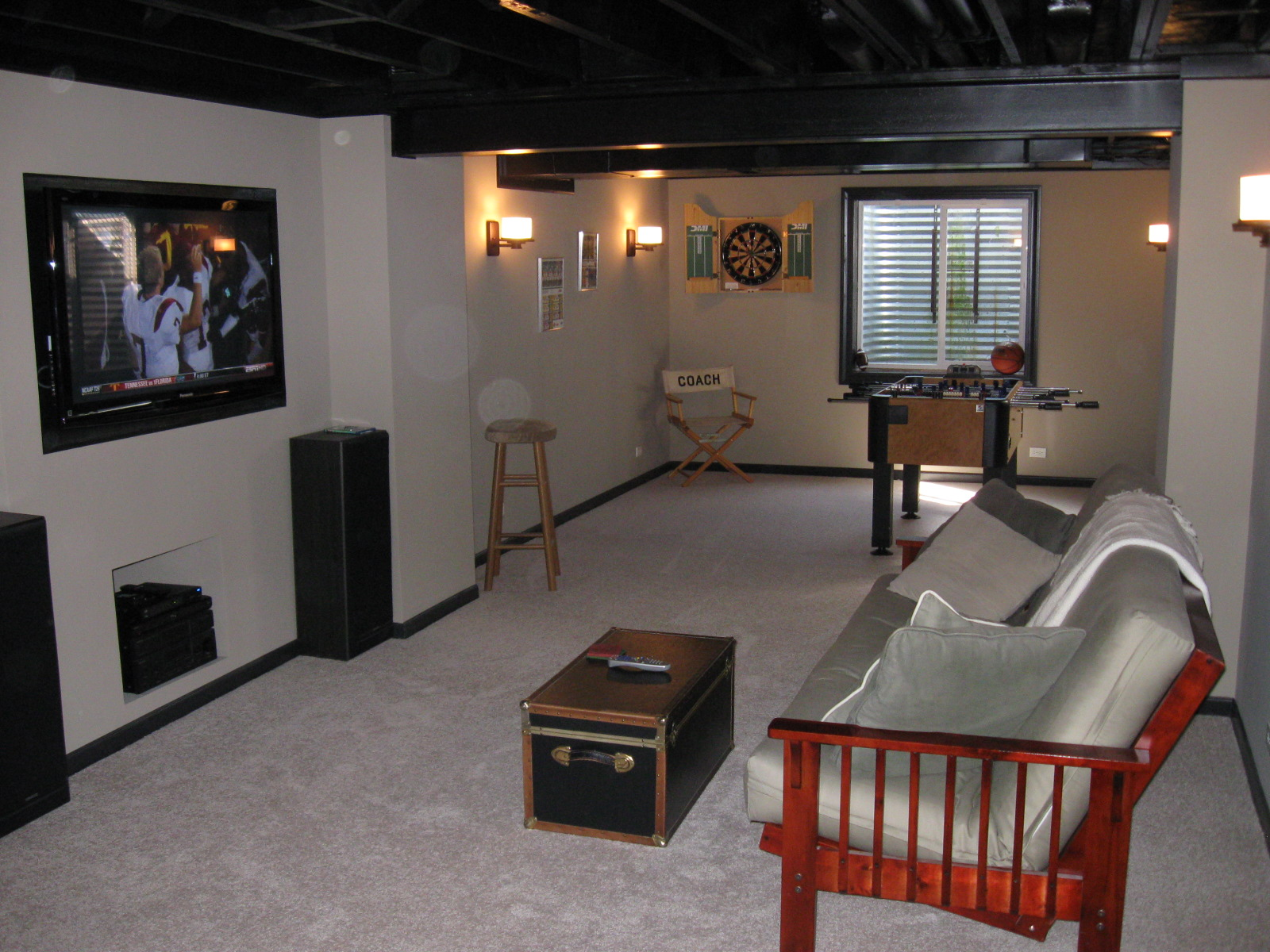 Basement remodeling ideas cost to finish basement for Basement bedroom ideas