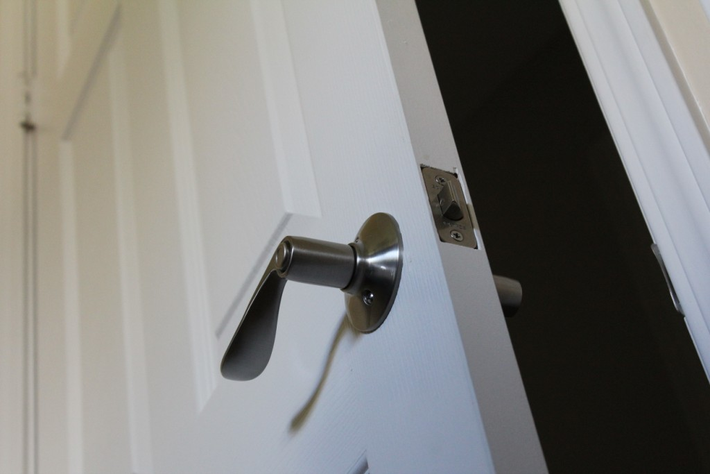 I Am Having A Hard Time Keeping A Bathroom Door Open. I Am Looking For A  Magnetic Door Catch With A Short Arm, Or Something Of That Nature.
