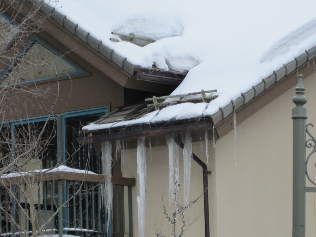 Icicles on gutters can signal a problem what cause them for Armchair builder